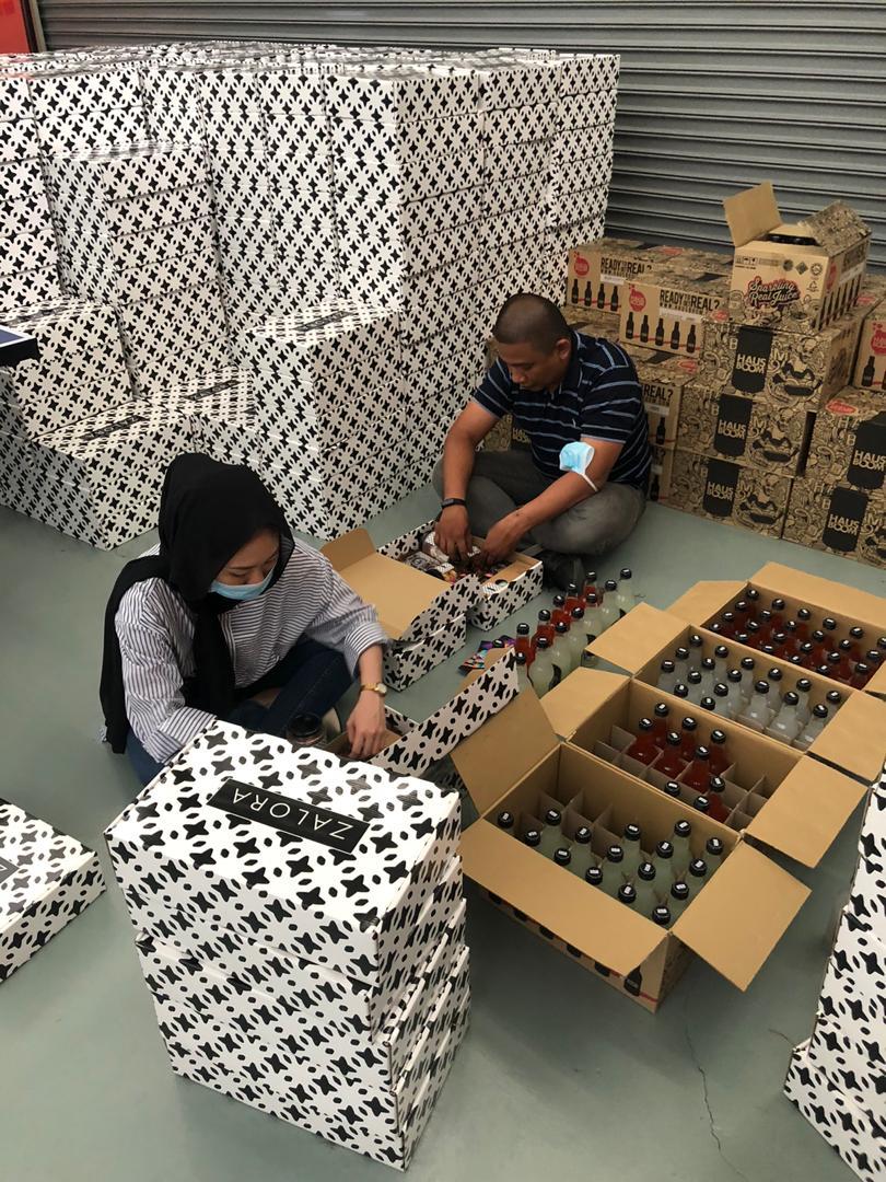 zalora-gift-box-preparation
