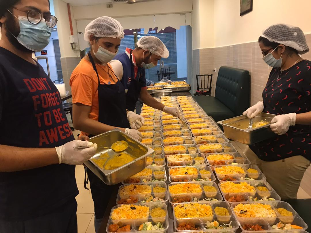 preparing-meal-boxes